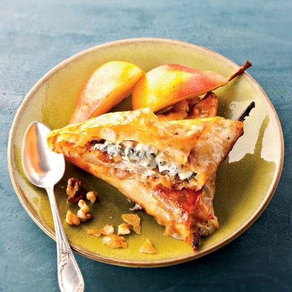 Filo pastry triangles with Bleu d'Auvergne, pears and honey