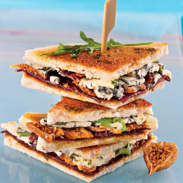 Club sandwich au Bleu d'Auvergne et à la viande de bœuf séchée