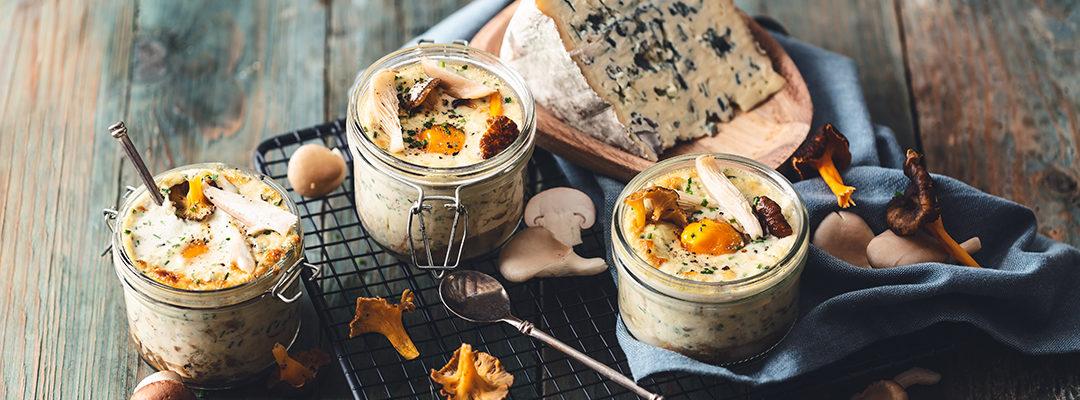 Cocotte-eieren met champignons en AOP Bleu d'Auvergne