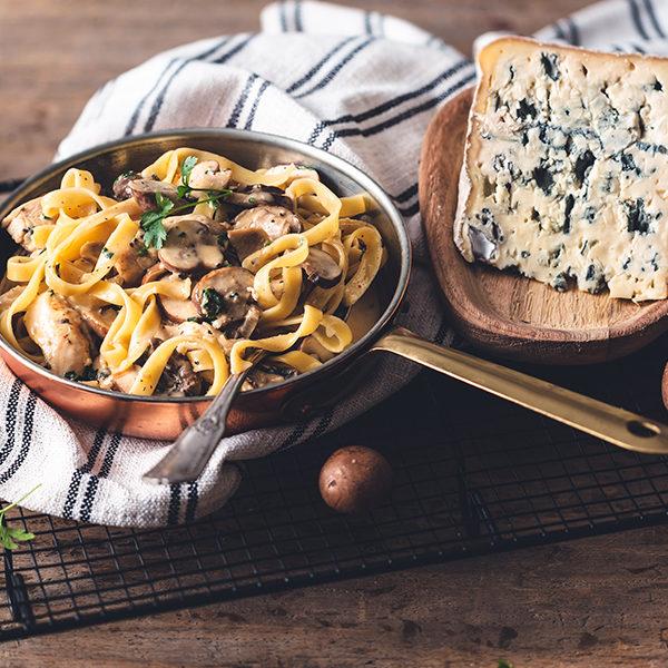 Tagliatelles au poulet, sauce crémeuse au Bleu d'Auvergne